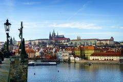 Piękny zima widok Vltava rzeka, Charles most, stary miasteczko w Praga, republika czech Zdjęcie Royalty Free