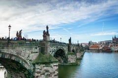 Piękny zima widok Vltava rzeka, Charles most, stary miasteczko w Praga, republika czech Obrazy Royalty Free