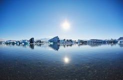 Piękny zimno krajobrazu obrazek icelandic lodowiec laguny zatoka, Fotografia Stock