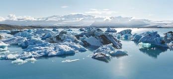 Piękny zimno krajobrazu obrazek icelandic lodowiec laguny zatoka, Obraz Royalty Free