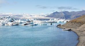 Piękny zimno krajobrazu obrazek icelandic lodowiec laguny zatoka, Zdjęcie Stock