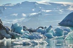 Piękny zimno krajobrazu obrazek icelandic lodowiec laguny zatoka, Obrazy Stock