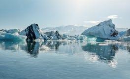 Piękny zimno krajobrazu obrazek icelandic lodowiec laguny zatoka, Obrazy Royalty Free