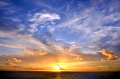 Pi?kny zmierzch nad oceanem indyjskim zdjęcie stock