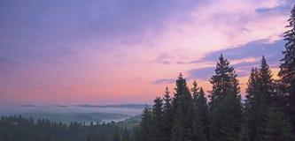 Piękny zmierzch w góra krajobrazie Karpacki, Ukraina Obrazy Royalty Free