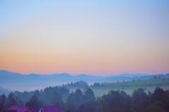 Piękny zmierzch w góra krajobrazie Karpacki, Ukraina Zdjęcie Stock