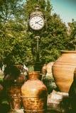2015 Pięknych zegarów w Parcul Unirii parku, Bucharest Zdjęcia Stock