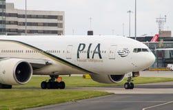 PIA Airlines Boeing 777 Foto de Stock
