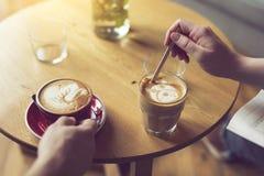 Piacere del caffè di mattina Immagine Stock
