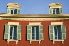 Piacevole, Francia Windows sulla facciata di una casa storica Immagine Stock