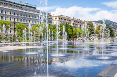 Piacevole, la Francia - 19 maggio 2016 - innaffi i giochi su passeggiata du paillo Immagini Stock Libere da Diritti