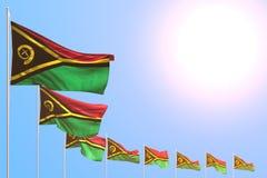 Piacevole molte bandiere del Vanuatu hanno disposto diagonale su cielo blu con spazio per il vostro contenuto - tutta l'illustraz royalty illustrazione gratis