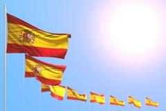 Piacevole qualsiasi illustrazione della bandiera 3d di festività - molte bandiere della Spagna hanno disposto diagonale con bokeh royalty illustrazione gratis