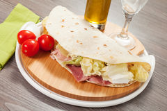 Piadina italien traditionnel Image stock