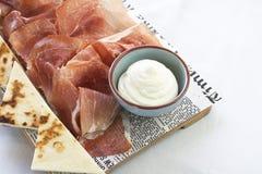 Piadina, jamón y queso cremoso Imagen de archivo