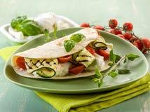 Piadina med mozzarellaen och zucchinis Arkivbild