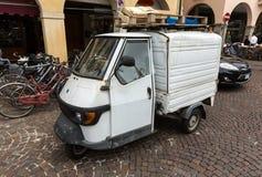 Piaggio Ape50 in Rom Piaggio-Affe ist ein dreirädriger Leichtlastkraftwagen, der zuerst im Jahre 1948 durch Piaggio produziert wi Stockbild