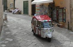 Piaggio Calessino (jol) voor toeristen stock fotografie