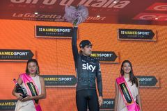 Piancavallo, Италия 26-ое мая 2017: Mikel Landa, команда неба, празднует на подиуме его победу Стоковое Изображение RF