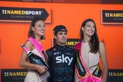 Piancavallo, Италия 26-ое мая 2017: Mikel Landa, команда неба, празднует на подиуме его победу Стоковые Изображения RF