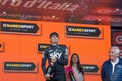 Piancavallo, Италия 26-ое мая 2017: Mikel Landa, команда неба, празднует на подиуме его победу Стоковая Фотография RF