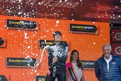 Piancavallo, Италия 26-ое мая 2017: Mikel Landa, команда неба, празднует на подиуме его победу Стоковое Фото