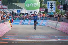 Piancavallo, Италия 26-ое мая 2017: Mikel Landa, команда неба, проходит финишную черту и выигрывает Стоковые Фотографии RF