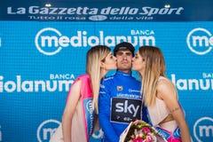 Piancavallo, Италия 26-ое мая 2017: Mikel Landa празднует на подиуме его победу Стоковые Изображения