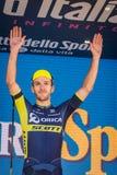 Piancavallo, Włochy Maj 26, 2017: Adam Yates, Orica drużyna na podium po ciężkiej montain sceny, Zdjęcie Royalty Free