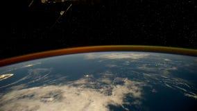 Pianeta Terra alla notte veduta dall'ISS Elementi di questo video ammobiliato dalla NASA royalty illustrazione gratis