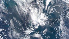 Pianeta Terra visto attraverso l'oblò dell'ISS Elementi di questo video ammobiliato dalla NASA archivi video