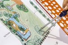 Piani del giardino dell'acqua di progettazione dell'architetto paesaggista Immagini Stock