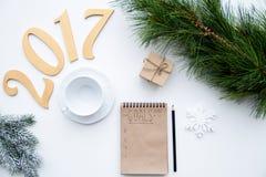 Piani per il nuovo anno sulla vista superiore del fondo bianco Immagini Stock