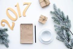 Piani per il nuovo anno sulla vista superiore del fondo bianco Fotografia Stock