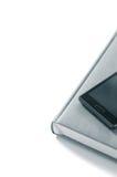 Pianificatore con il telefono su un fondo bianco isolato Fotografia Stock Libera da Diritti