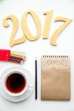 Pianificazione dei precedenti di bianco di punto di vista superiore del nuovo anno Fotografia Stock