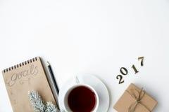Pianificazione dei precedenti di bianco di punto di vista superiore del nuovo anno Immagine Stock