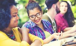 Pianificazione di istruzione di comunicazione dell'istituto universitario che studia concetto Fotografia Stock