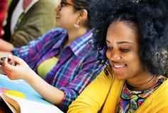 Pianificazione di istruzione di comunicazione dell'istituto universitario che studia concetto Immagini Stock