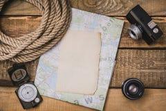 Pianificazione di vacanza con una mappa Immagini Stock