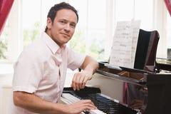 pianino gra człowieka Zdjęcie Royalty Free