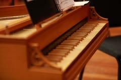 Pianino klucze na antykwarskim pianinie bawić się buena duktu ogólnospołecznym klubem Cuba obrazy royalty free