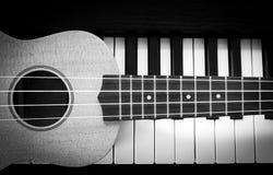 Pianino ukulele i klucz Obrazy Stock