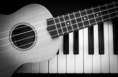 Pianino ukulele i klucz Obraz Stock