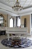 Pianino w luksusie w żywym pokoju Fotografia Royalty Free