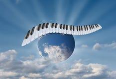 Pianino wpisuje w niebie na kuli ziemskiej fotografia royalty free
