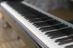 Pianino wpisuje zakończenie, wybrana ostrość Zakończenie w górę widoku czarni pianino klucze, wybrana ostrość Obraz Royalty Free