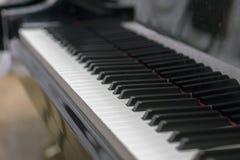 Pianino wpisuje zakończenie, wybrana ostrość Zakończenie w górę widoku czarni pianino klucze, wybrana ostrość Zdjęcie Royalty Free