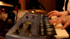 Pianist στη συναυλία βράχου απόθεμα βίντεο