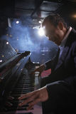 Pianist Performing In Jazz Club Royalty-vrije Stock Afbeelding